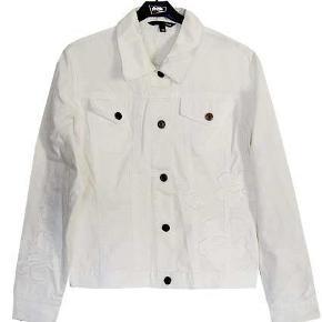 Flot hvid jakke fra HM i str 40, jakken er ikke brugt da den blev for lille inden brug men den er vasket. Stoffet er 100% bomuld.  Porto 37 kr