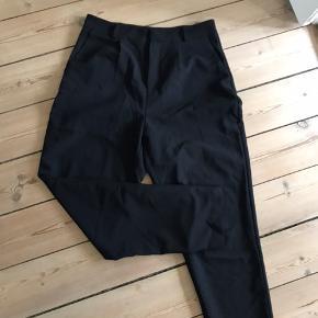 Populære Pieces bukser i sort. Aldrig rigtig brugt.   Str. M