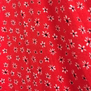 Mega flot rød kjole fra Tyrkiet, kan ikke læse mærket :) vildt flot på passer en 36-40, da den er i strækbart stof 🦞