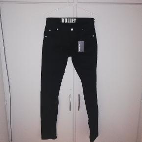Jeans fra Bullet Original. Str 176. Aldrig brugt. Kostede 250 kr fra ny. Tænker 100 kr eller BYD 😊