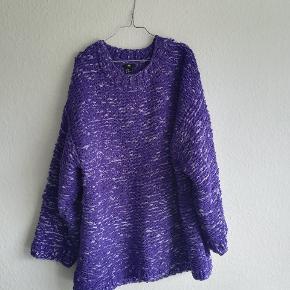 Stor dejlig sweater fra H&M i str M/L. Men er stor i størrelsen og ville også kunne passes af en XL.