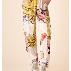 "100% silke bukser ""hemlock Silk"" fra Ganni. ny med mærke i.  sender med DAO"
