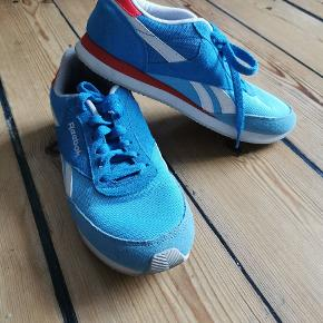 I almost did not use them, so they are in a very good condition. Sneakers with a retro/vintage style.