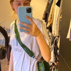 Sælger min super friske Hvisk taske i grøn, har desværre aldrig rigtigt fået den brugt så derfor ønsker jeg at sælge den