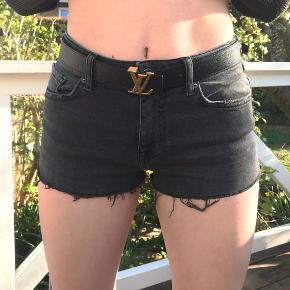 BDG shorts, størrelse W27 de var oprindeligt bukser, og jeg har så selv klippet dem til shorts :))