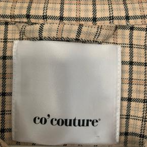 New Rosalie Check Jacket fra CO'COUTURE. Fremstår som ny - brugt én enkelt gang. Nypris 899kr Str. XS, men kan passes af en S. Sendes mod betaling📦