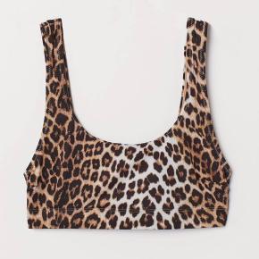 Bikinioverdel sælges! Aldrig brugt.  Sælger også matchende bikinitrusser i samme leopard print (dog ikke dem på disse billeder).