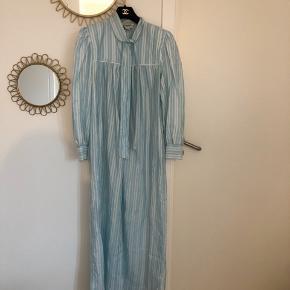 Smukkeste Christian Dior vintage kjole fra 1980'erne sælges! I den fineste pastel blå farve 💙
