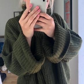 Oversize sweater fra Gina Tricot. Kort i længden
