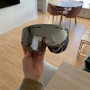 Super fede skibriller sælges billigt. De er aldrig brugt, kun prøvet på, da de er for store til mig.   Plastikken sidder stadig på indersiden af glasset.  Befinder sig i Aalborg