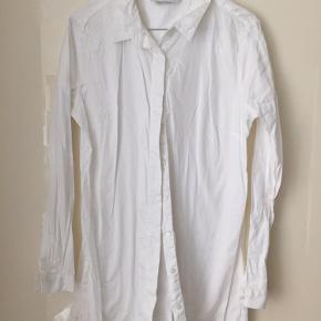 Fin skjorte fra Just Female. Brugt meget sparsomt.