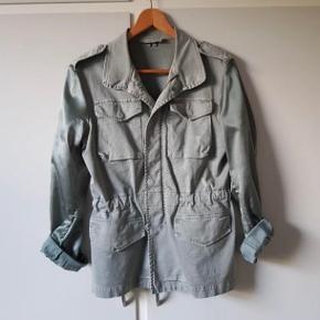 Sælger denne fine Army jakke. Super fin rå kvalitet. Str. S. Nypris 1.195 kr.