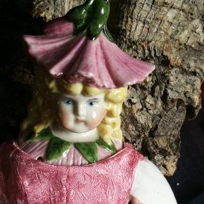 Vintage Blomsterdukke (chinahead dukke.. Porcelæn hoved /halv Arme /Ben. Stofkrop. Skønhed med charme.