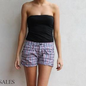 Varetype: Fede korte ternede shorts ternet mønster rød blå hvid Størrelse: 34 Farve: Blå  Fine ternede shorts :-)  De sælges for 50 + porto :-)