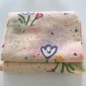 2 retro dynebetræk med fint mønster og bindebendler.  #retrosengetøj #dynebetræk #sengetøj #retrodynebetræk