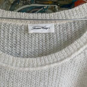 Sindssygt lækker strik fra American Vintage str.M/L. Strikken har en dyb bådudskæring, et let oversized fit og en lidt kortere længde. Strikken kan styles så fint til både jeans og ud over dine kjoler. Den sælges kun, da den desværre er lidt for stor til mig! Den er brugt på 1-2 gange.