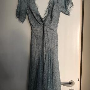 Kjole fra Nelly købt til bryllup. Aldrig brugt og stadigvæk med prismærke 😀