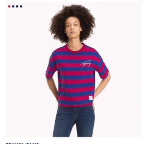 Tommy Hilfiger t-shirt med striber og signatur