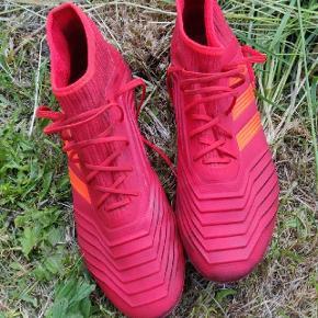 Brugt få få gange. Adidas Predator fodboldstøvler. Prisidé 350 eller BYD GERNE 🌺,
