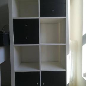 Ikea reol med 4 skuffer og to låger👍🏼 kan både stå og ligge ned😊