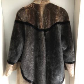 Pelsjakke, Sæl.  Små steder hvor pelsen er blevet slidt ned.