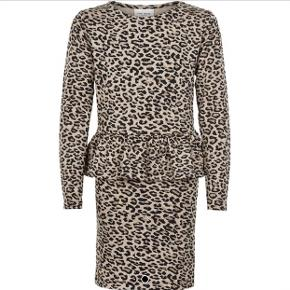 The New Leo kjole