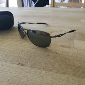 Oakley Crosshair solbrille, kun brugt 2 gange. Ny pris 1250,-