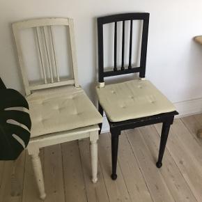 2 charmerende vintage stole sælges til 100 kr. pr. stk.  (fast pris) Siddehøjde 47 cm. Hynder trænger til en kærlig hånd.  Er særdeles velegnet til børneværelse eller soveværelse.  Afhentes på Frederiksberg