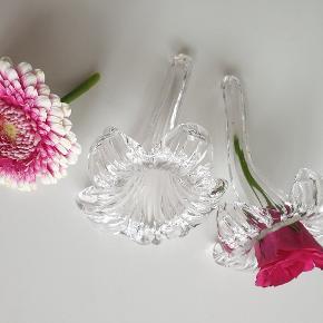 """2 fine """"vaser"""" kan pyntes med blade eller andet. Så fine - også på badeværelset. Jeg bytter ikke.."""