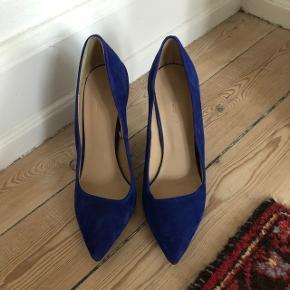 Smukkeste blå stiletter i ruskind fra ZARA sælges. Brugt ca. 1 gang ✨