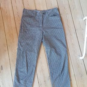 Fine ternede bukser fra Light Before Dark købt i Urban Outfitters. Cropped.