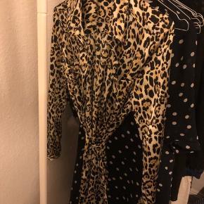 Leopard slå-om-lækker kjole😊 Jeg har så meget leotøj, at jeg sælger ud af det