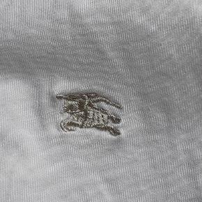 Sælger den her burberry t-shirt, kun prøvet på  Mp: byd