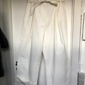 Bukser fra H&M med vidde ben og bindebånd.  Kan afhentes i København K eller sendes gennem handel på Trendsales 🌸  Se også mine andre annoncer  🌸