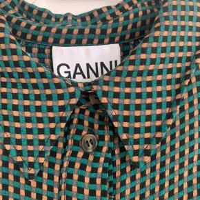 Fin skjortekjole fra Ganni med smukke ærmer. Bytter ikke