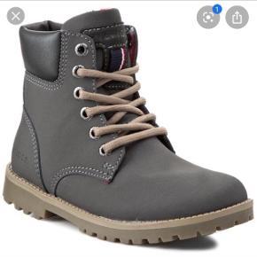 Brugt enkelt gang, men købt i forkert størrelse. Fed lille støvle. Se billede i kommentar også.