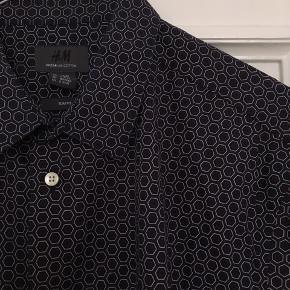 Skjorte sælges også som sæt for 150kr