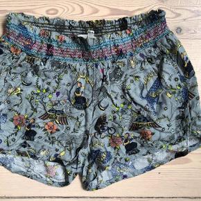 Varetype: Shorts Størrelse: 10 Farve: Grå  Super fine shorts brugt få gange. Mp 200 pp dvs 36 med DAO bytter ikke