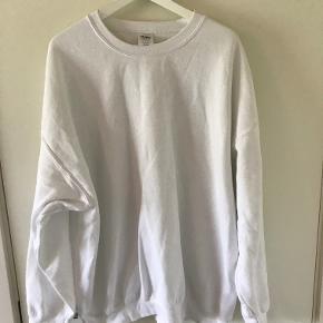 Gildan oversized sweatshirt Cond: Brugt 1 gang  str: xxl (er lidt kort i kroppen så den fitter en stor large/xl lækkert oversized)