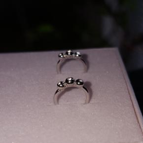 Øreringe i sølv m/sten fra Maanesten  Aldrig brugt og ligger i original æske   🔹️Må gerne prøves inden køb🔹️  Nypris: 350.-  Fragt koster 9 kr   Kom gerne med et realistisk bud :)