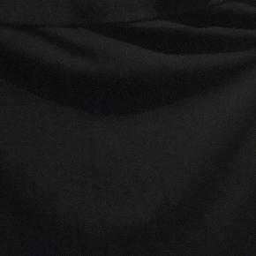 Varetype: nederdel Farve: Mørkeblå Oprindelig købspris: 1200 kr.  Super fin klassisk nederdel fra Filippa K kun brugt 2 gange så fremstår som ny uden slid  Model Slim Jersy skirt  Der er elastik i taljen  Længde ca. 46 cm   70 % viscose 25 polyamide 5 stræk  BYTTER IKKE