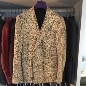 Sender ikke Sand Double Breasted jakke i Leopard Model Ringo (ekstra slim fit) Str 46 Nypris 3800,-