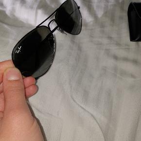 Pilot solbriller fra rayban. Samler blot støv i skabet