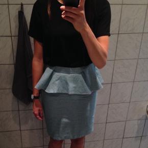 Fed nederdel i tweed fra MUDO