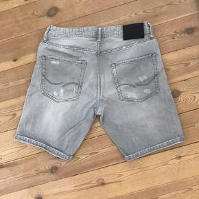 Grå shorts fra Jack and Jones i en størrelse M