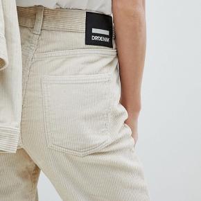 Sælger mine elskede DR denim cord jeans, da jeg dsv ikke kan passe dem længere:( nypris var 700kr) - str er 31/28, svarer til en medium/large