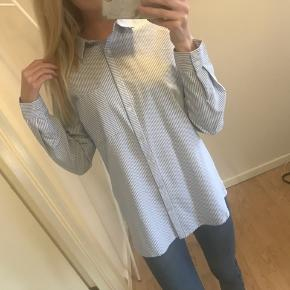 Helt ny fed skjorte!  Ny pris var 550,- stadig med prismærke!👸 str xs, men er stor i størrelsen ☀️