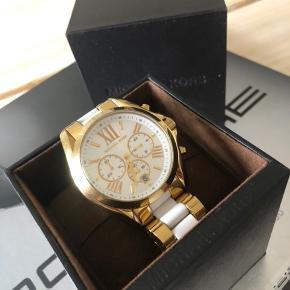 Fint Michael Kors MK5743 ur sælges. Æske, ekstra led og papirer medfølger.