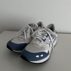 Sneakers fra asics brugt nogle gange men er stadig i fin stand og har mange gode år i sig endnu, måler 23 cm indvendigt. Kom gerne med bud 🌟