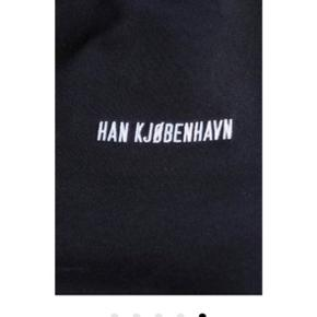 Sælger denne sweatshirt fra Han Kjøbenhavn hvis rette bud kommer. Nypris var 1000 kr. Har bud på 500